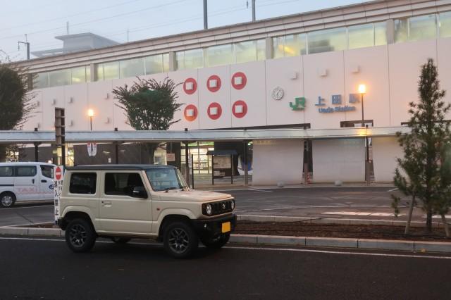 上田駅とジムニー